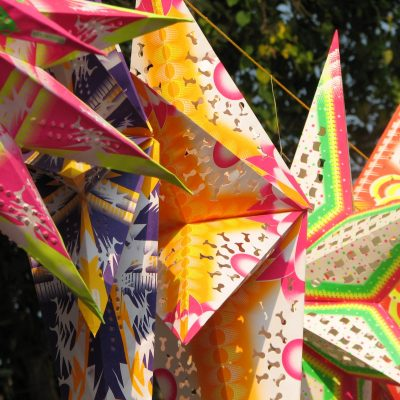 India_-_Colours_of_India_-_018_-_Xmas_stars_for_sale_in_Cochin_(2068026095)